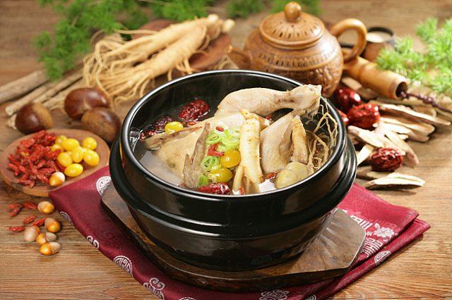 Самгетхан – корейский суп из молодого цыплёнка и женьшеня